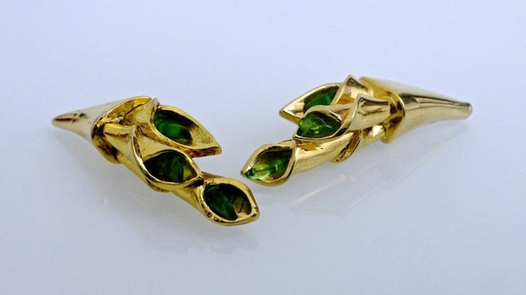Vintage Claude Montana for Claire Deve Green Stones Bouquet Earrings In Excellent Condition For Sale In Kingersheim, Alsace