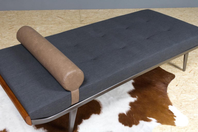 Vintage Cleopatra Daybed by Andre Cordemeyer in Charcoal Grey Linen, 1953 For Sale 1