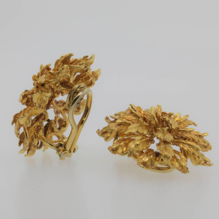 These 18KT yellow gold vintage earrings, are designed as a textured foliage spray.  They are set with a straight post and omega backs, and stamped