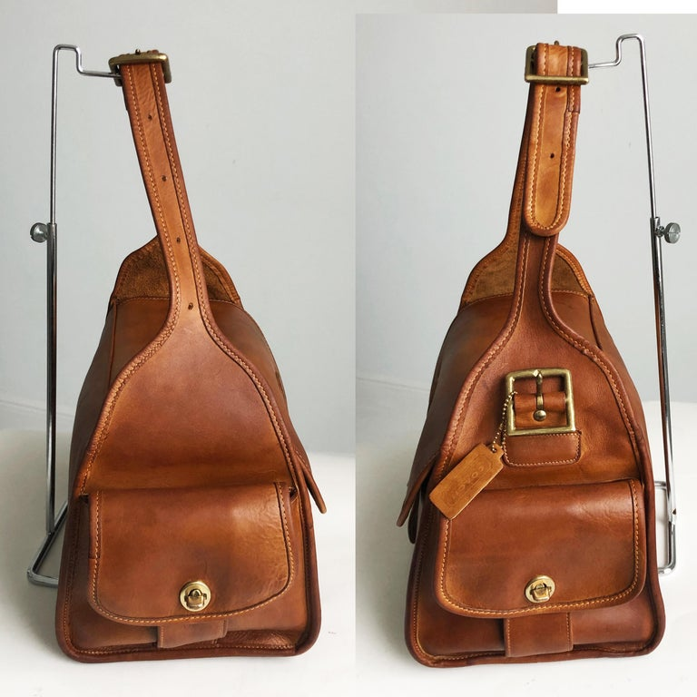Vintage Coach Bag Large Haversack British Tan Leather Rare Metal Tag NYC Bag In Good Condition In Port Saint Lucie, FL