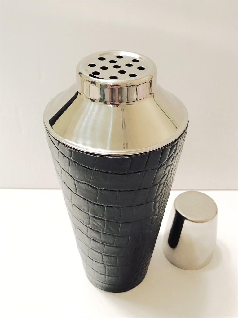 American Vintage Cocktail Shaker in Croc Embossed Leather and Stainless Steel For Sale