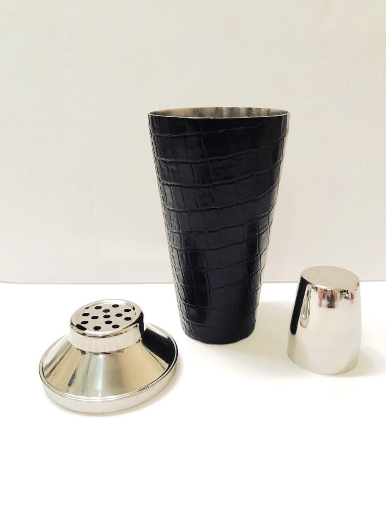 Vintage Cocktail Shaker in Croc Embossed Leather and Stainless Steel In Excellent Condition For Sale In Miami, FL