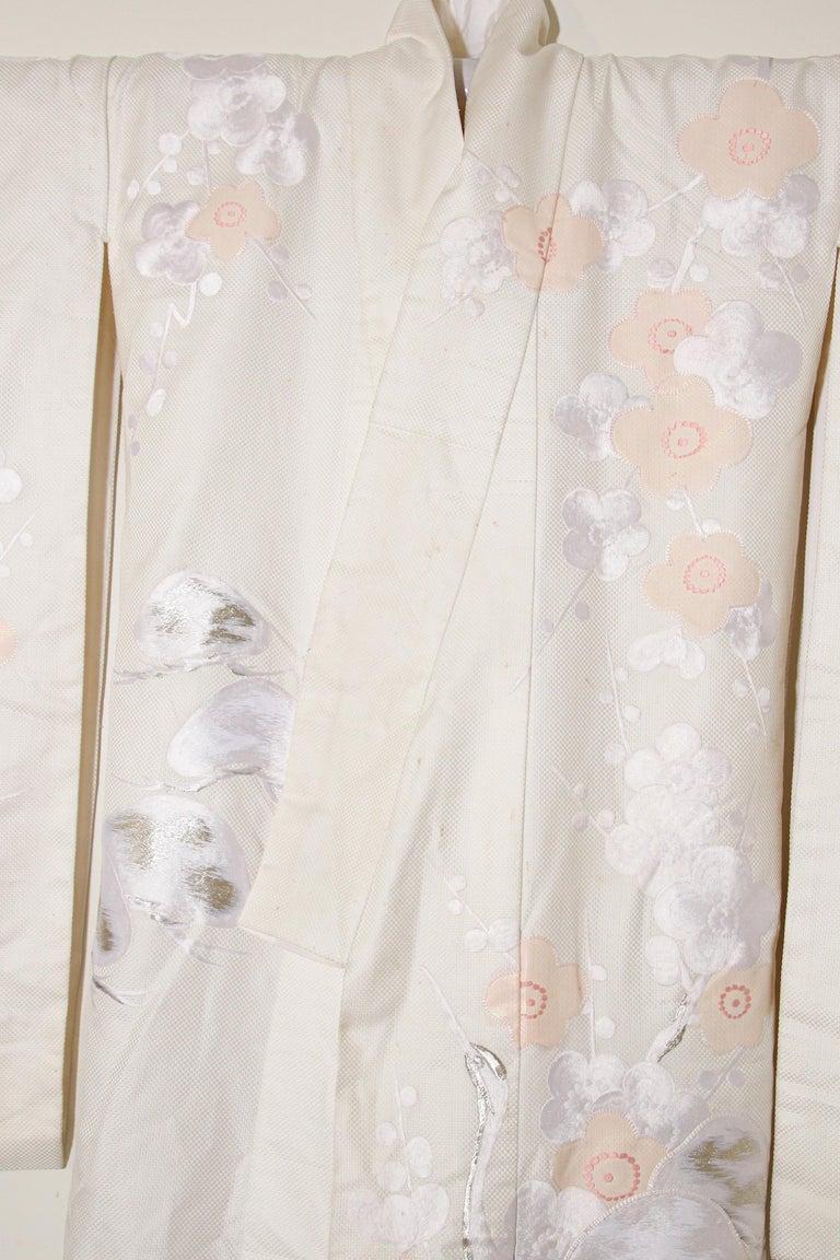Vintage Collectable Japanese White Silk Ceremonial Wedding Kimono For Sale 7