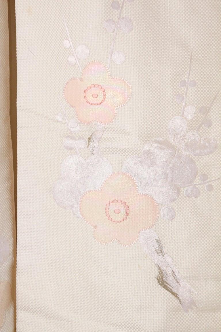 Vintage Collectable Japanese White Silk Ceremonial Wedding Kimono For Sale 8
