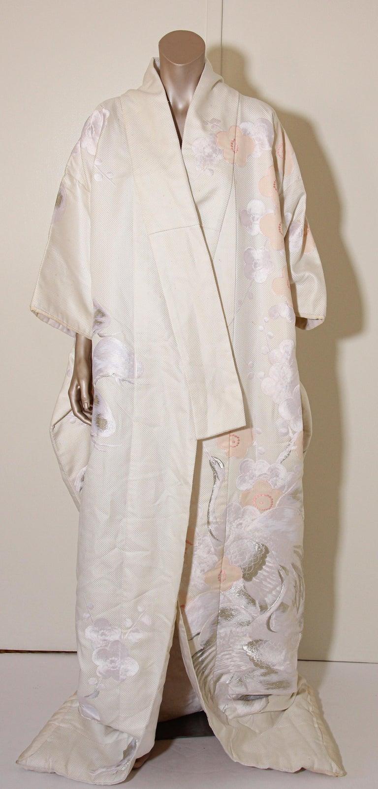 Vintage Collectable Japanese White Silk Ceremonial Wedding Kimono For Sale 13