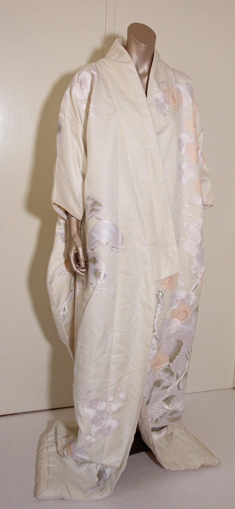 Vintage Collectable Japanese White Silk Ceremonial Wedding Kimono For Sale 14