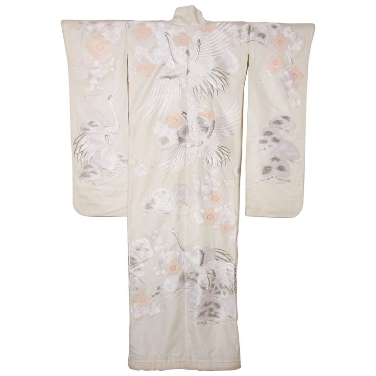 Shiromuku is a wedding kimono originally worn at weddings in samurai families, the shiromuku has become one type of wedding kimono worn by brides in Japan. White has symbolized the sun's rays since ancient times, and from the Heian period, white