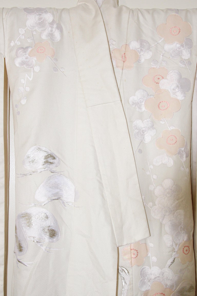 Vintage Collectable Japanese White Silk Ceremonial Wedding Kimono In Good Condition For Sale In North Hollywood, CA