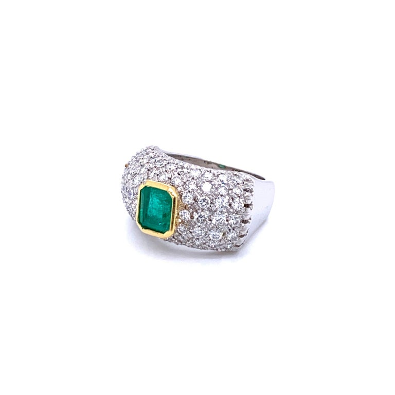 Women's Vintage Colombian Emerald Diamond Gold Cocktail Ring For Sale