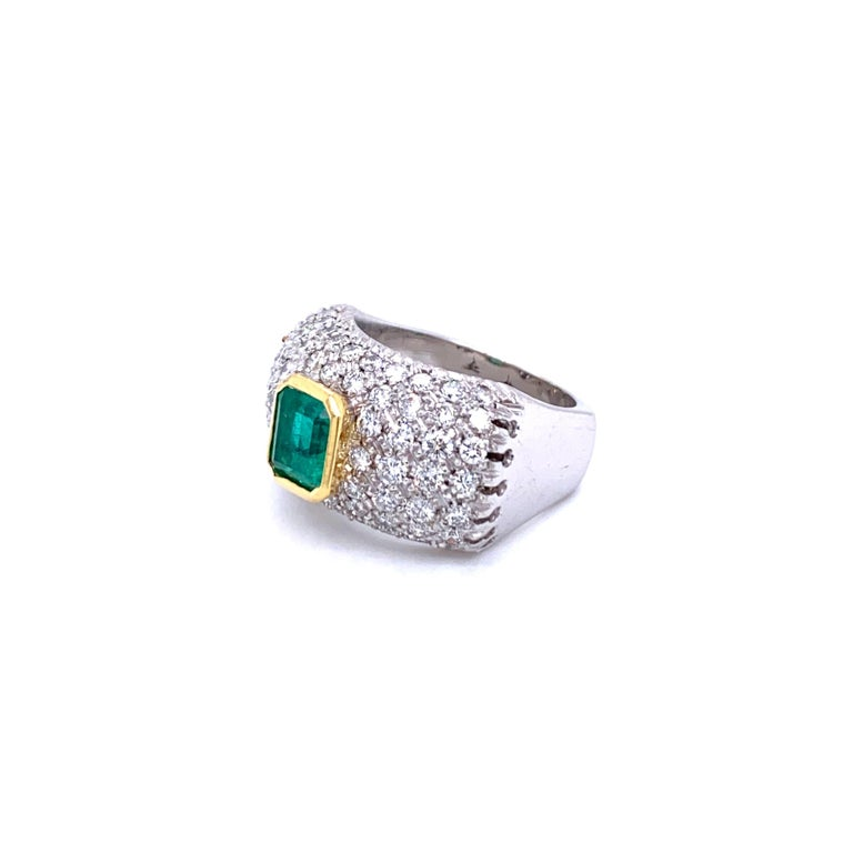Vintage Colombian Emerald Diamond Gold Cocktail Ring For Sale 1