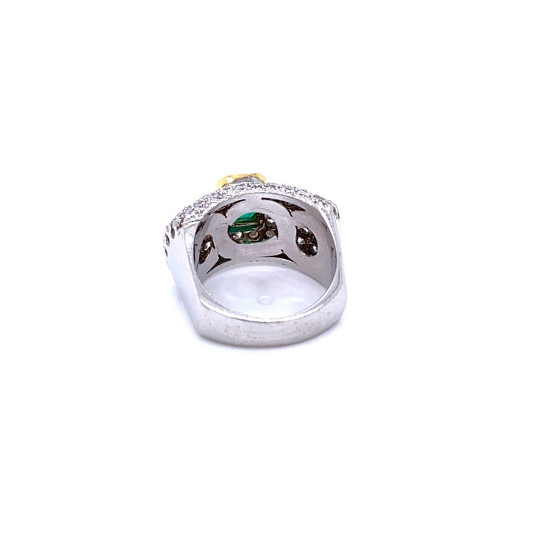 Vintage Colombian Emerald Diamond Gold Cocktail Ring For Sale 2