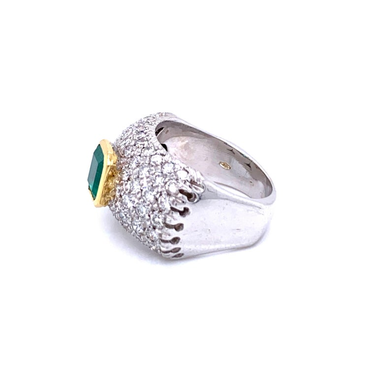Vintage Colombian Emerald Diamond Gold Cocktail Ring For Sale 3