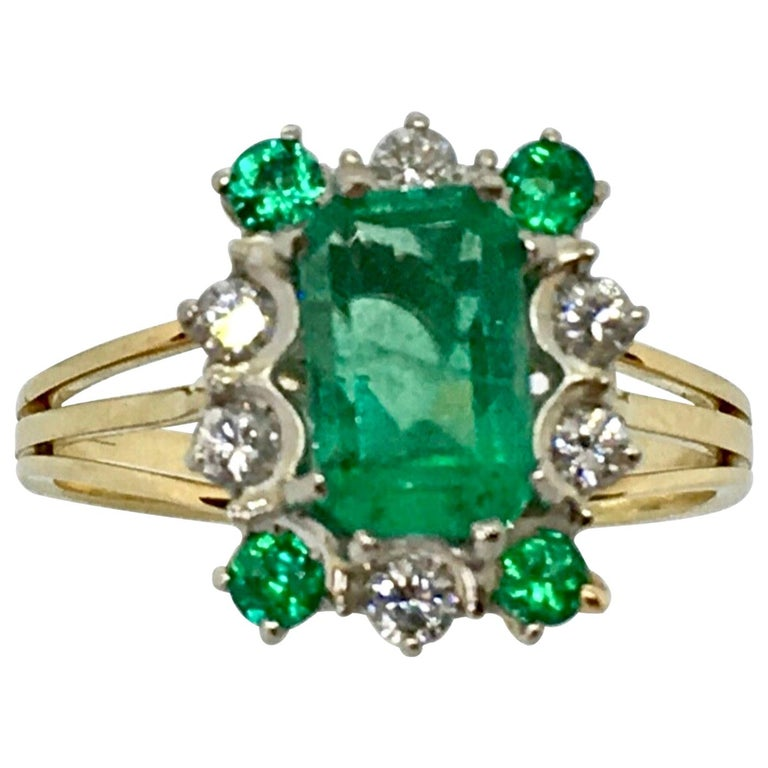 Vintage Colombian Emerald Solitaire Ring with Accents 18 Karat For Sale