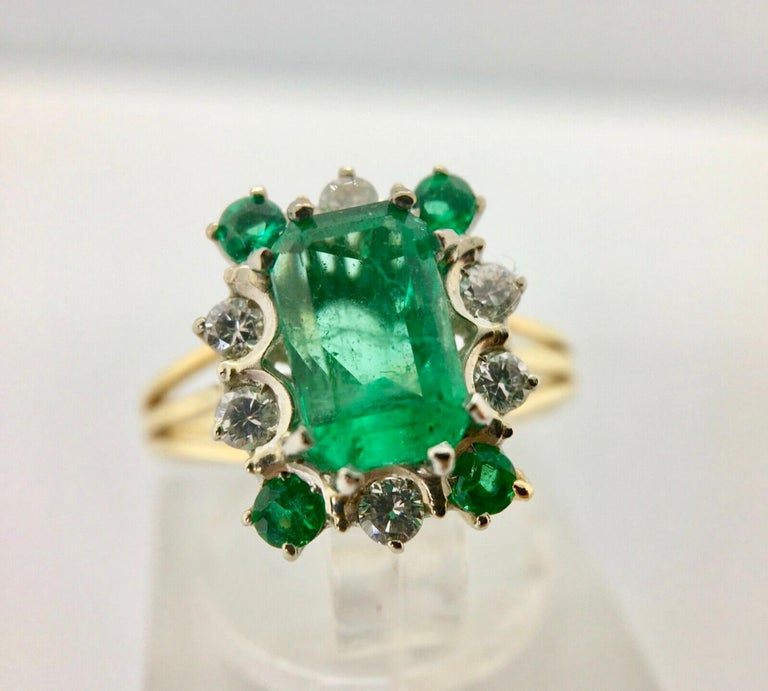 Women's Vintage Colombian Emerald Solitaire Ring with Accents 18 Karat For Sale