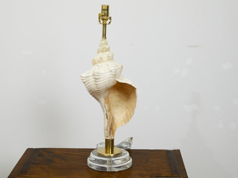 Vintage Conch Shell Table Lamp from the Midcentury Mounted on Round Lucite Base In Good Condition For Sale In Atlanta, GA