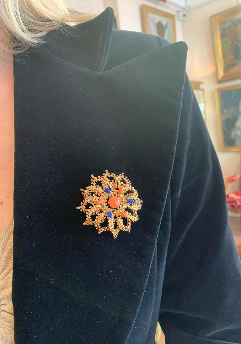 Marquise Cut Vintage Coral Lapis Lazuli 18 Karat Yellow Gold Sea Urchin Brooch For Sale
