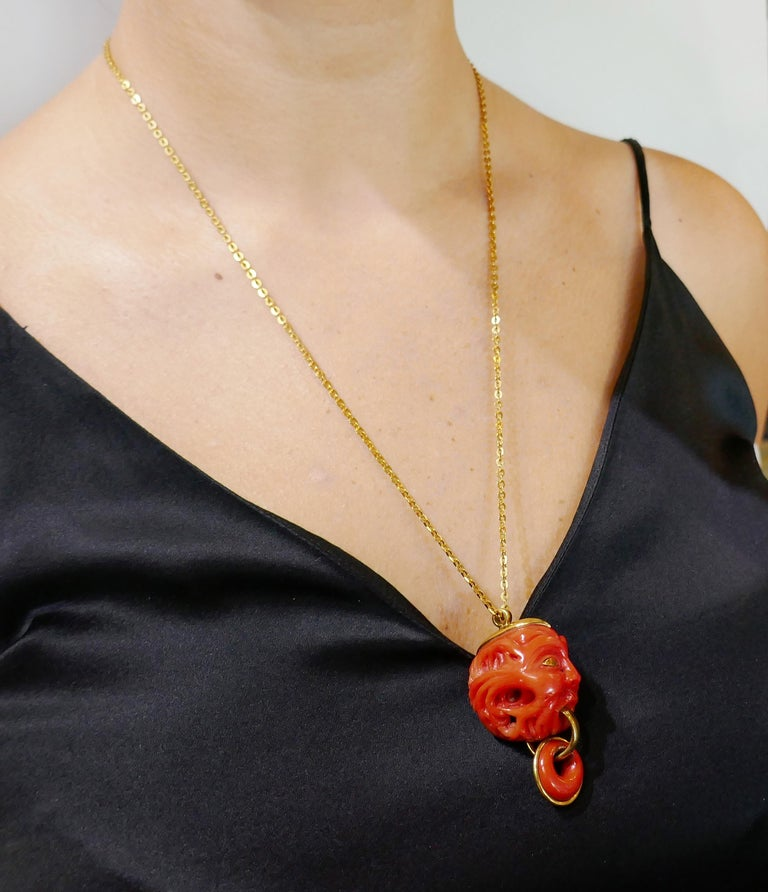 Vintage Coral Yellow Gold Pendant Necklace In Good Condition For Sale In Beverly Hills, CA