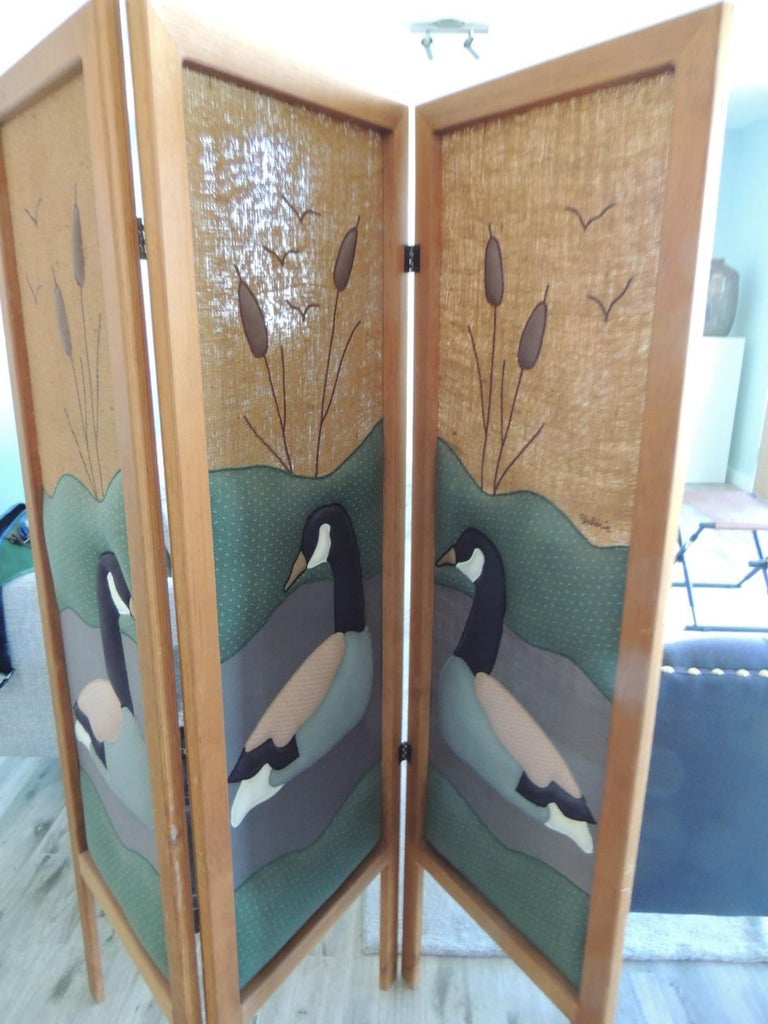 American Vintage Country Quilt '3' Panel Screen with Quilted Geese For Sale
