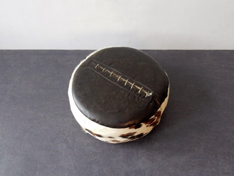 Vintage Cowhide Leather Pouf, 1970s In Good Condition In Steenwijk, NL