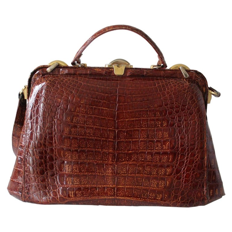 Fantastic vintage bag Vintage Real crocodile Brown color Single handle can be carried crossbody too Golden metal Internal zip pocket Additional  two large pockets Cm 49 x 29 x 15 (19.2 x 11.4 x 5.9 inches) Good conditions considering the