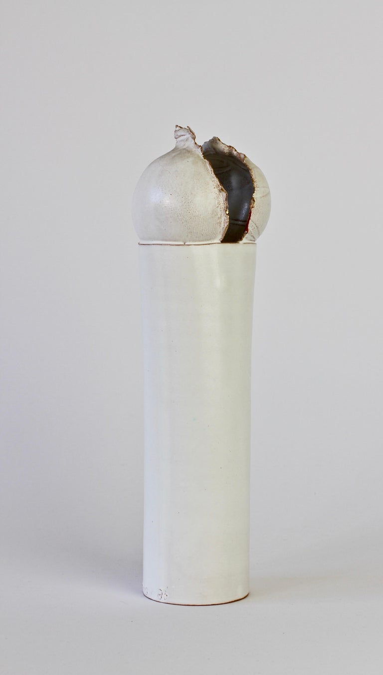 Signed vintage white ceramic studio pottery vase by Czech artist Jiří Dudycha, circa 1985-1999. Beautiful organic form, almost flower like, bulbous shaped top with gold plated / gilt detailing on the edge.