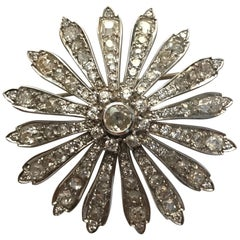 Vintage Daisy Brooch circa 1900-1930 in 18 Carat White Gold and Diamonds