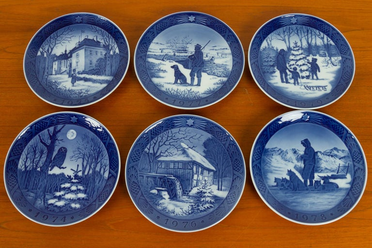 Mid-Century Modern Vintage Danish Christmas Plates, Set of 16 For Sale