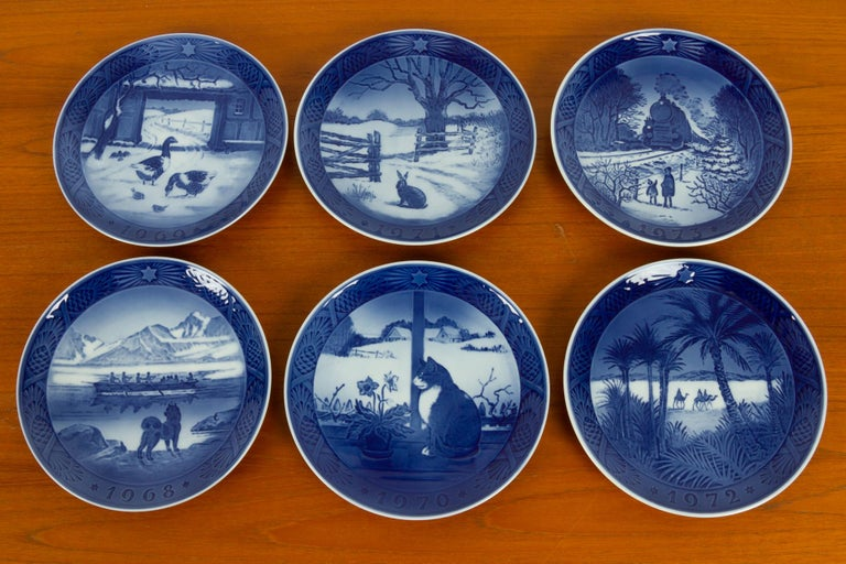Vintage Danish Christmas Plates, Set of 16 In Good Condition For Sale In Nibe, Nordjylland