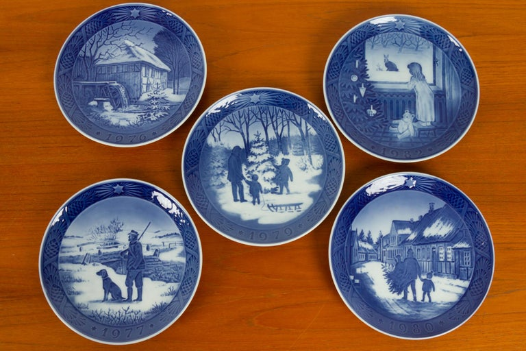 Vintage Danish Christmas Plates, Set of 20 In Good Condition For Sale In Nibe, Nordjylland