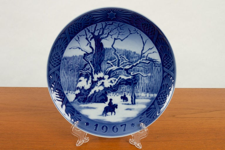 Vintage Danish Christmas Plates, Set of 20 For Sale 1