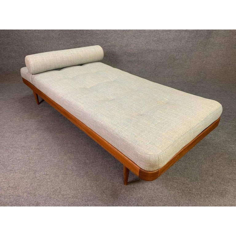 Vintage Danish Mid-Century Modern Teak Daybed In Excellent Condition In San Marcos, CA