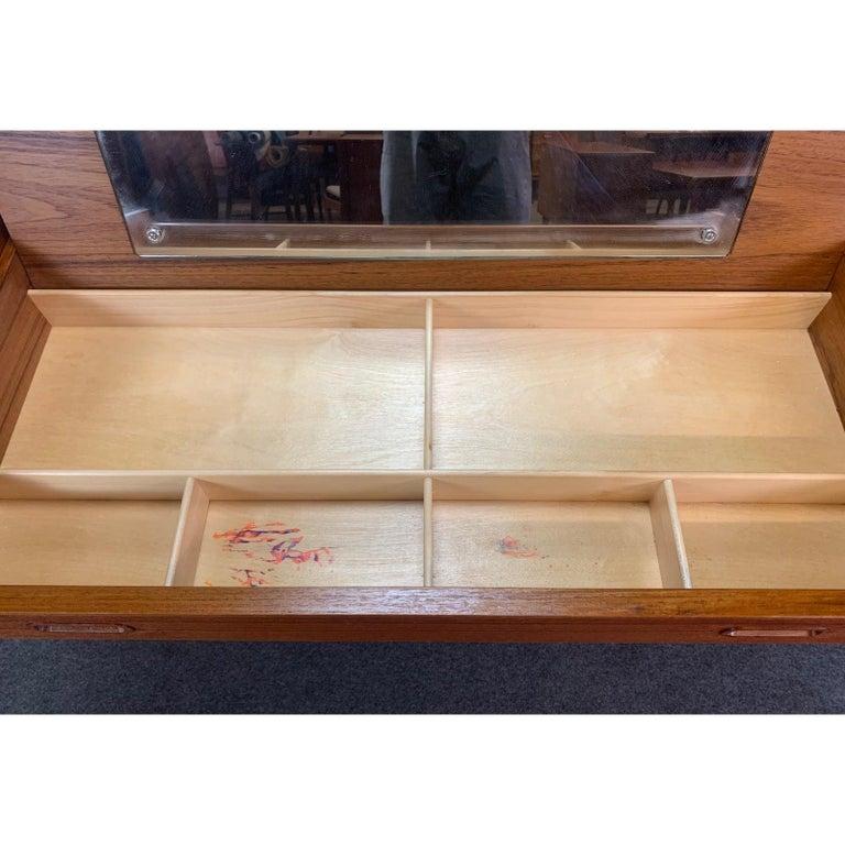 Vintage Danish Mid-Century Modern Teak Vanity Dresser In Good Condition In San Marcos, CA