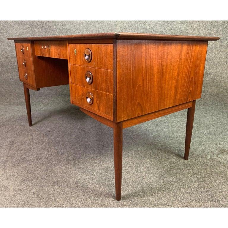 Vintage Danish Mid-Century Modern Teak Writing Desk in the Manner of Arne Vodder For Sale 4
