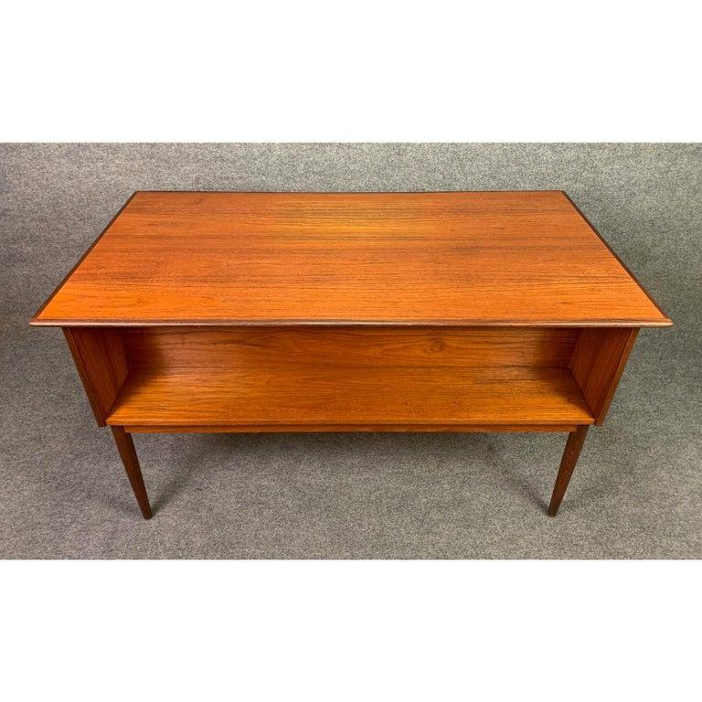 Vintage Danish Mid-Century Modern Teak Writing Desk in the Manner of Arne Vodder For Sale 1