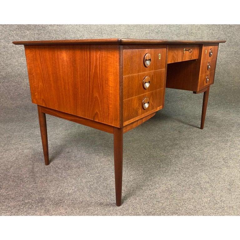 Vintage Danish Mid-Century Modern Teak Writing Desk in the Manner of Arne Vodder For Sale 2