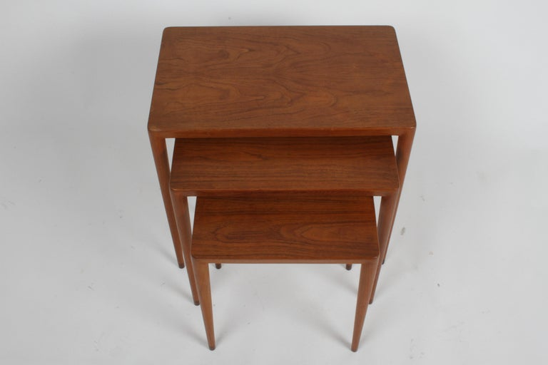 Vintage Danish Modern Set of 3 Teak Nesting Tables Retailed by Illums Bolighus In Good Condition For Sale In St. Louis, MO