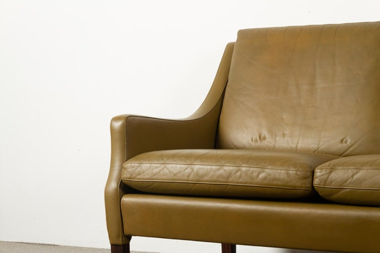 Vintage Danish Olive Green Leather Sofa, 1960s In Good Condition For Sale In Nibe, Nordjylland