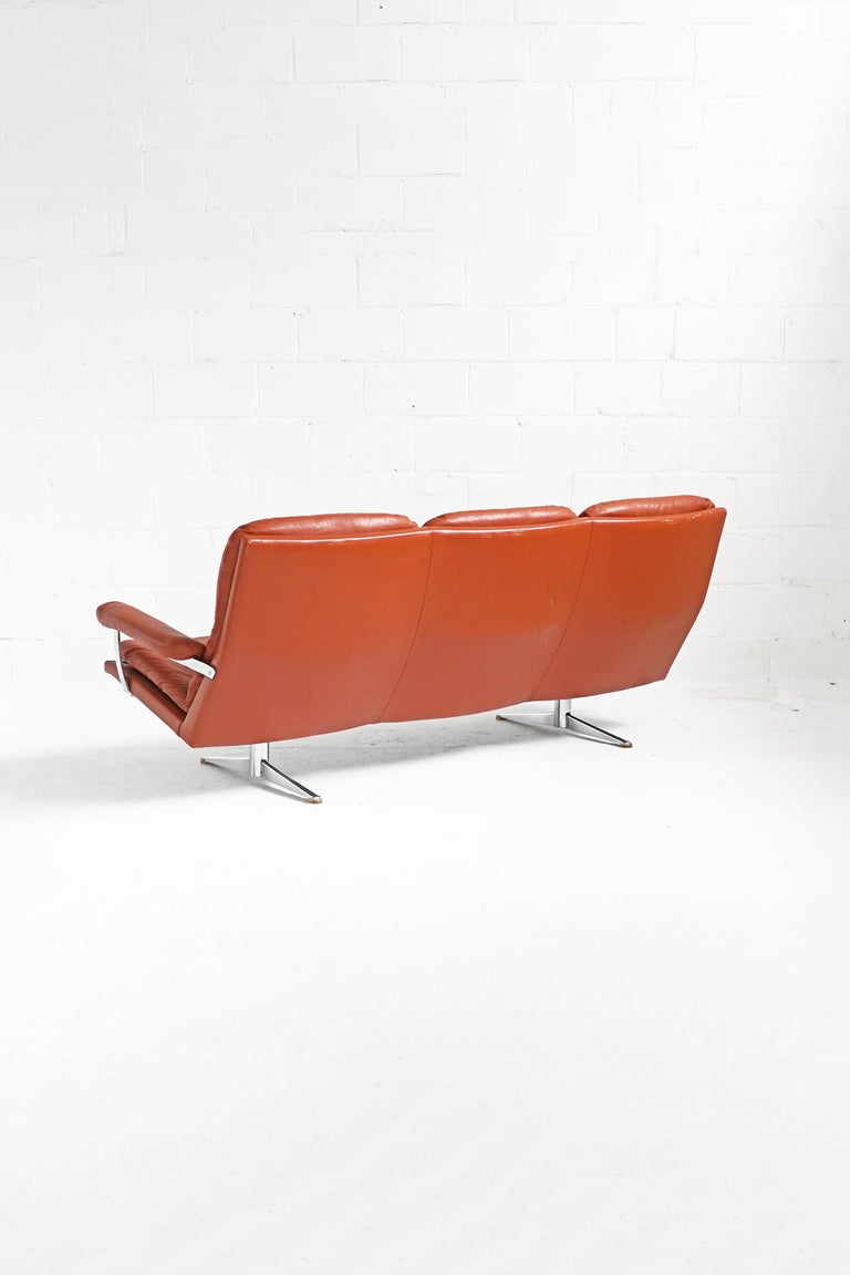 1970-1979 production. Original leather upholstery in a honey orange-brown, with beautiful patina, as photographed.  Measurements: Sofa 81