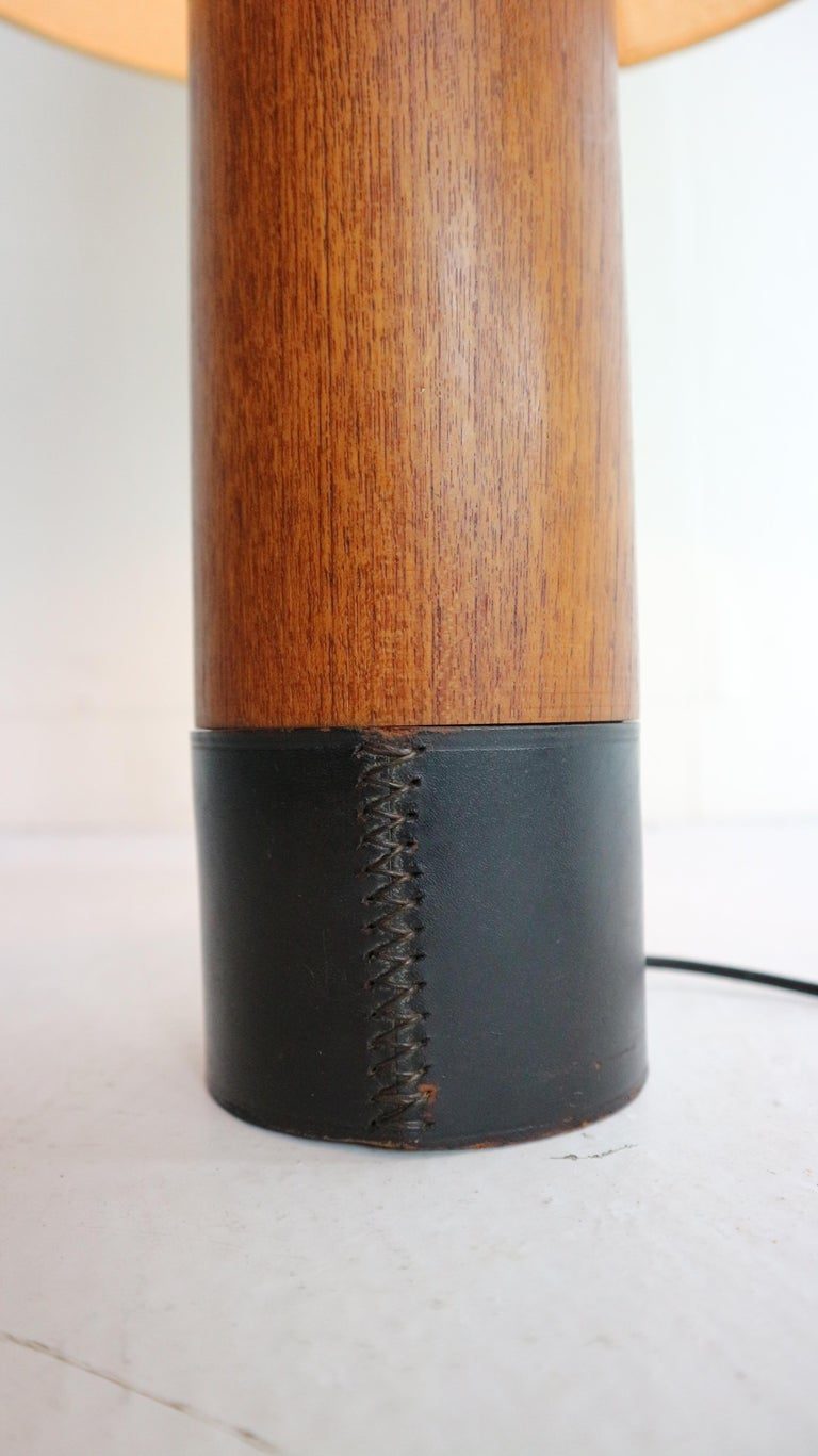 Vintage Danish Solid Teak and Leather Table Lamp from ESA, 1960s In Good Condition For Sale In The Hague, NL
