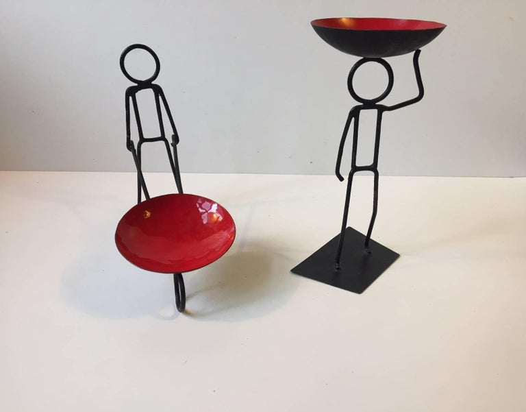 A pair of string candleholders for bloc or ball candles. Designed and manufactured by Bror Bonfils in Denmark during the late 1950s-1960s. A curious, simplistic and graphic addition to your modern interior.