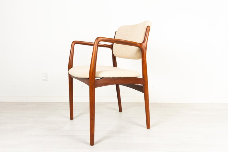 Vintage Danish teak armchair 1950s Elegant and sculptural Danish Mid-Century Modern armchair in solid teak. Seat and backrest reupholstered in light beige wool fabric. Round tapered legs. Flared armrests. Very beautiful teak with expressive grain