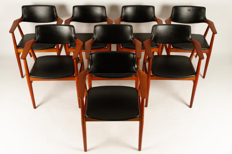 Vintage Danish teak armchairs by Svend Aage Eriksen for Glostrup Møbelfabrik 1960s set of 8. Beautiful Danish midcentury design. Model GM 11 in solid teak and original black leather upholstery. Round tapered legs and sculpted armrests. Wide curved