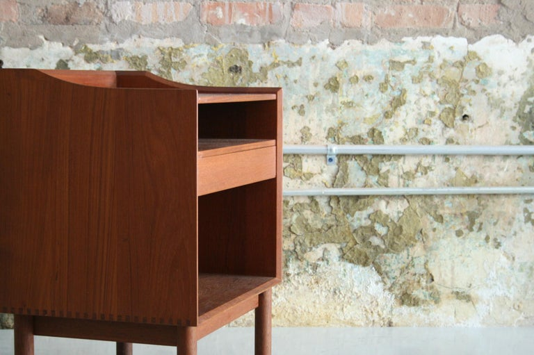 Vintage Danish Teak Bedside Table by Peter Hvidt & Orla Molgaard Nielson In Good Condition For Sale In Chicago, IL