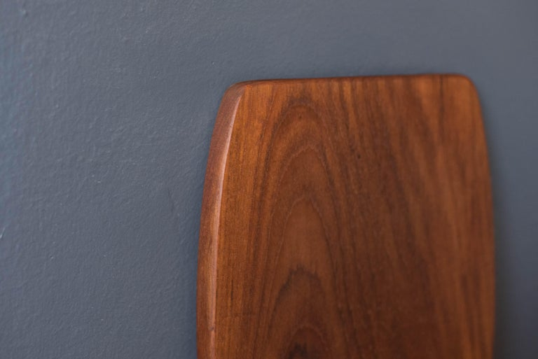 Vintage Danish Teak Charcuterie Serving Tray Board In Good Condition For Sale In San Jose, CA