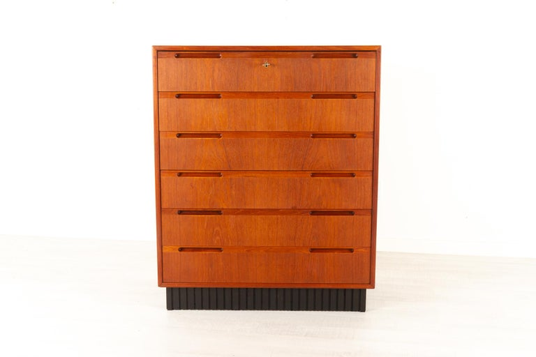 Mid-Century Modern Vintage Danish Teak Dresser, 1960s For Sale