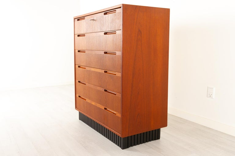 Vintage Danish Teak Dresser, 1960s In Good Condition For Sale In Nibe, Nordjylland