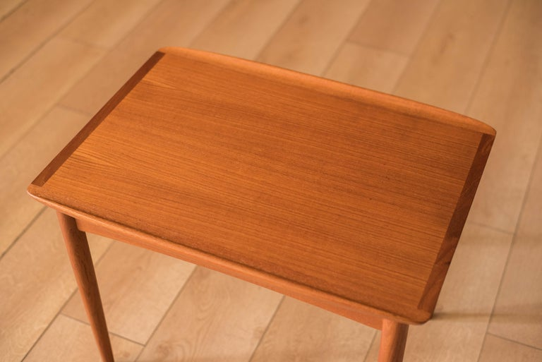 Vintage Danish Teak End Table by Møbelintarsia In Good Condition For Sale In San Jose, CA