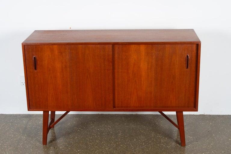 Mid-Century Modern Vintage Danish Teak Sideboard, 1960s For Sale