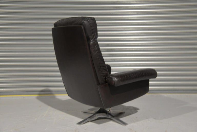 Vintage De Sede DS 31 High Back Leather Swivel Armchair with Ottoman, 1970s 3
