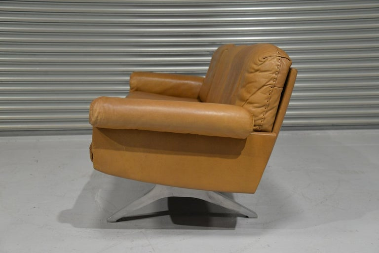 Vintage De Sede DS 31 Leather Sofa and Swivel Lounge Armchair, Switzerland 1970s For Sale 4